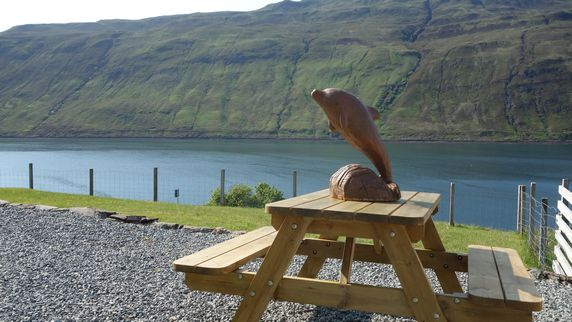 Loch Aluinn Self Catering Holiday Cottage Accomodation Sconser - picnic table